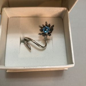 White gold Fun Flower Ring with Blue Stone 9